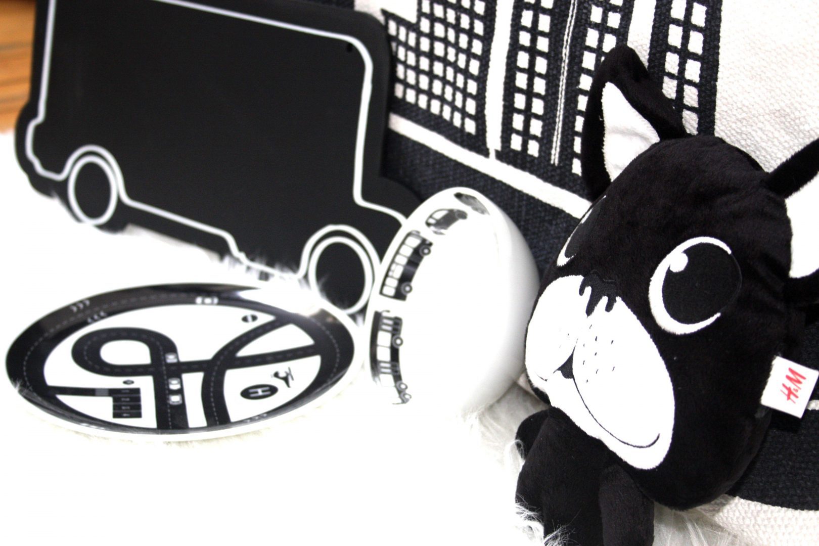 HM5 - Musthave | H&M Home black & white