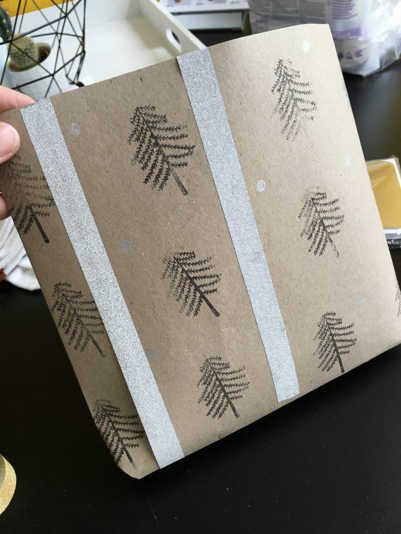 IMG 2681 e1449318833537 - DIY | Zelf kerstkaarten en inpakpapier maken