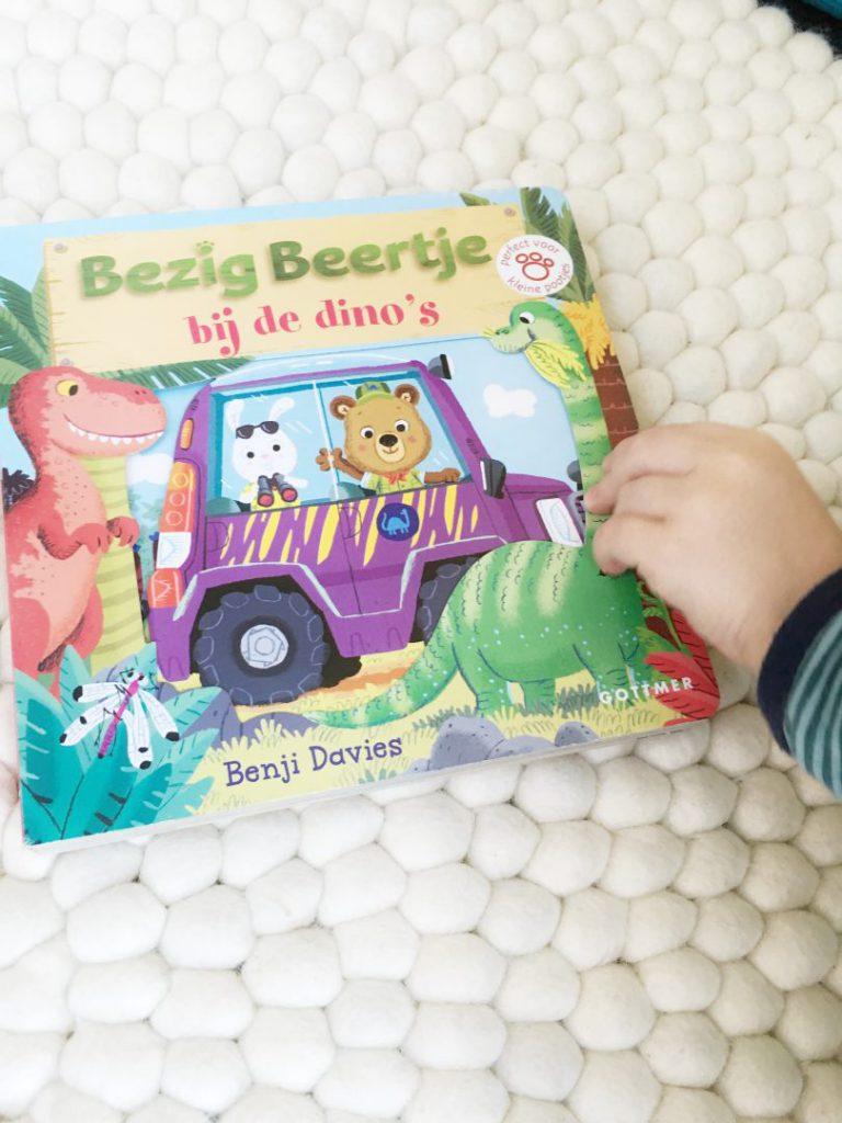 FullSizeRender 942 768x1024 - Doe-boekje: Bezig Beertje bij de dino's  & win
