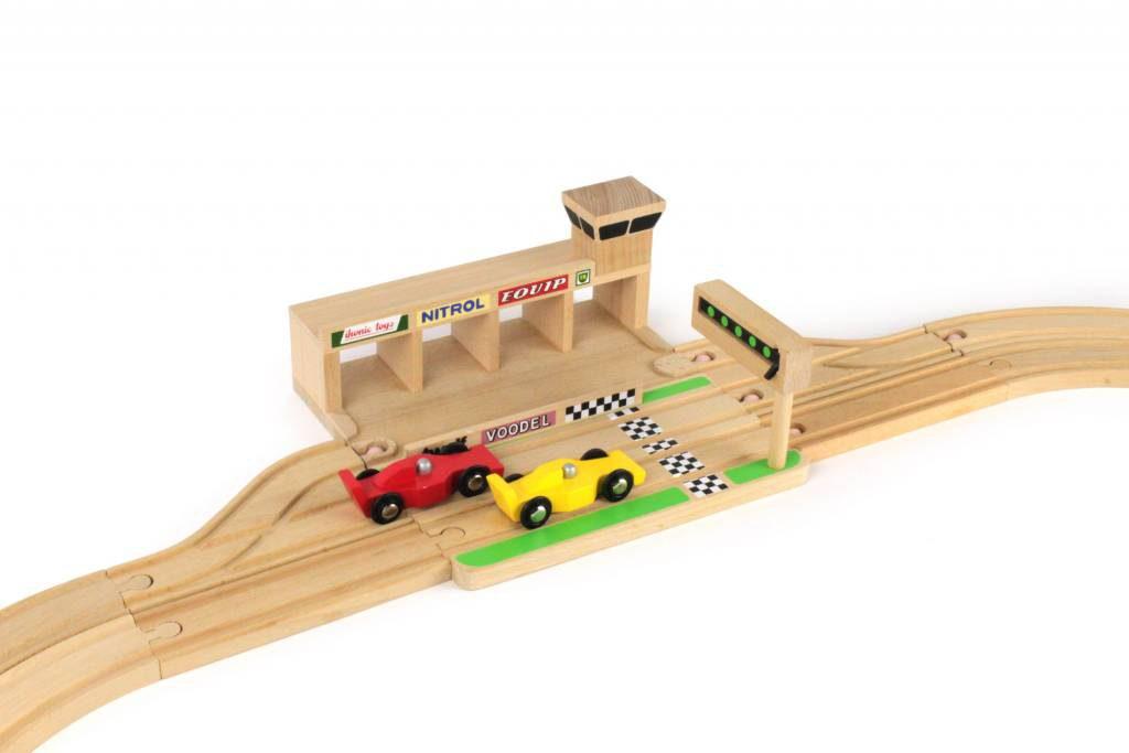ikonic toys houten racebaan inclusief 2 raceautos 1024x683 - Cadeautips voor een tweejarige - Presents for a two year old