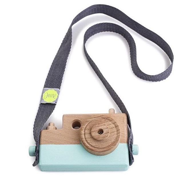 full34165176 - Webshoptip  June Interiors + win a wooden camera