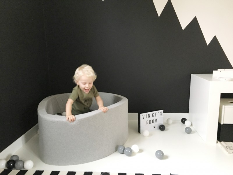 FullSizeRender 193 - Kids Musthave | Monochrome Ball Pit