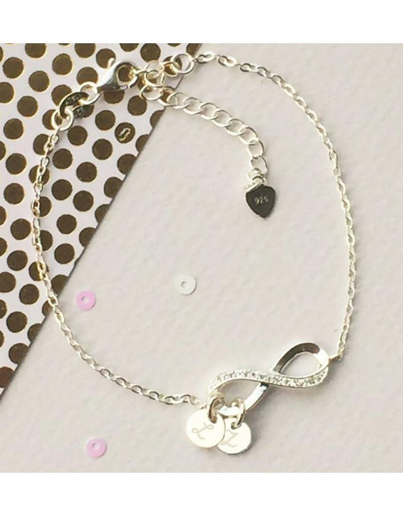 zilveren infinity armband twee voorletters 800x1024 - Zwanger tijdens de feestdagen? Tips om te overleven