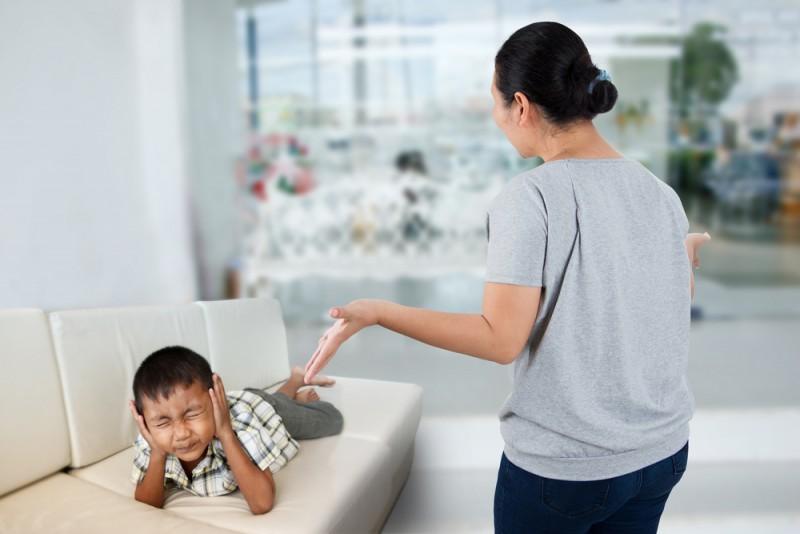 shutterstock 508323658 - Té veel communiceren met kinderen maakt het soms alleen maar moeilijker