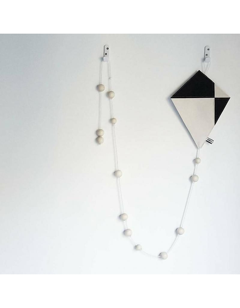 bisou de lou kite hanger zwart en wit 800x1024 - Bisou de Lou | webshoptip & WIN