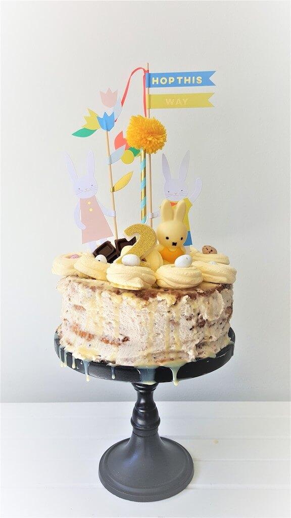taart 1 - Birthday party van Beau, mét konijnenkroon