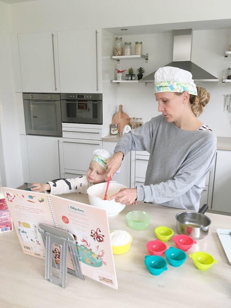cake bakken kinderen 15 768x1024 - Little chef Vince in de keuken!