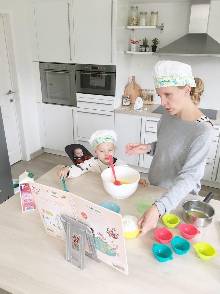 cake bakken kinderen 17 768x1024 - Little chef Vince in de keuken!