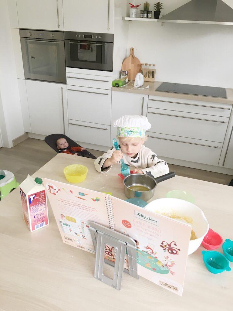 cake bakken kinderen 19 768x1024 - Little chef Vince in de keuken!