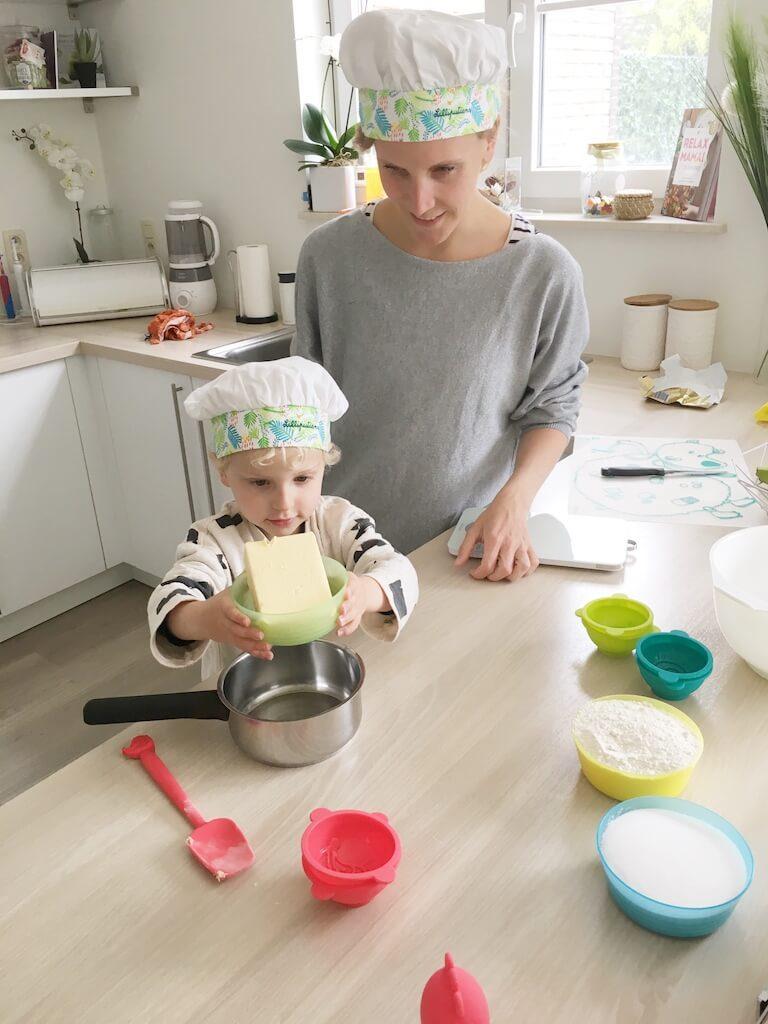 cake bakken kinderen 6 768x1024 - Little chef Vince in de keuken!