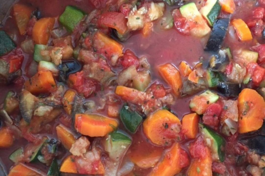 basis groentensaus in pot 1024x683 - Wij gaan één dag per week vegetarisch eten!