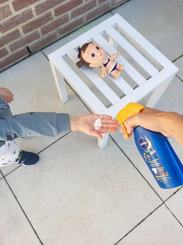 zonnepop nivea 3 768x1024 - Zo leert jouw kind zich beschermen tegen de zon