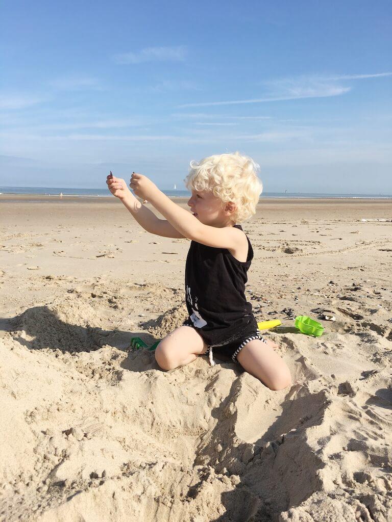 de kust 3 768x1024 - Naar zee met kinderen? Leuke (nostalgische) strandspelletjes en activiteiten!