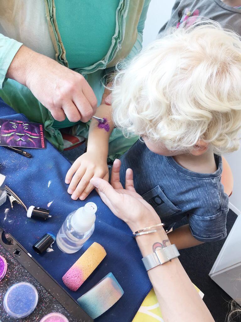 FullSizeRender 146 - Diary 102  Naar de speelgoedfabriek én beautyparty
