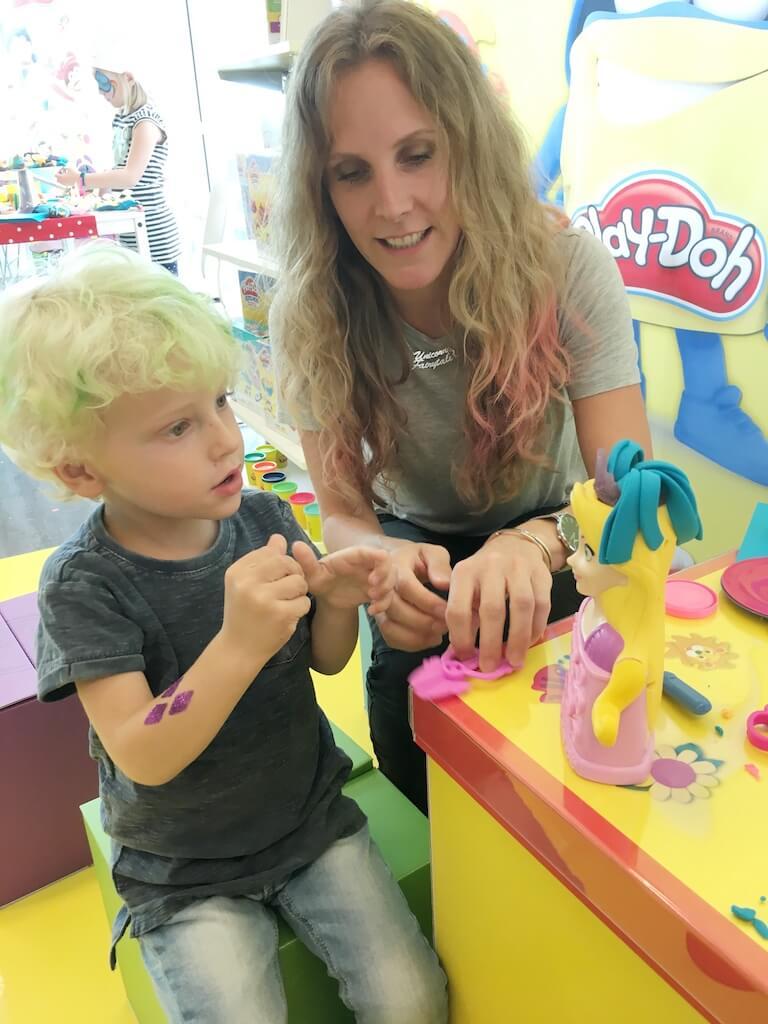 FullSizeRender 147 - Diary 102  Naar de speelgoedfabriek én beautyparty