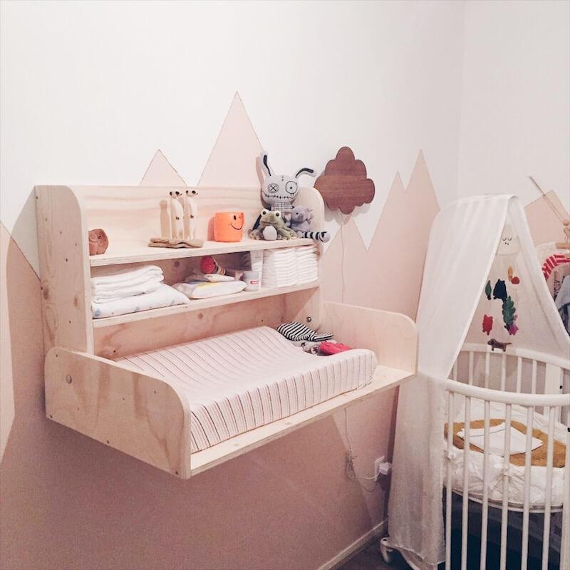 D7F6B801 0A2D 4C6F AADE 0DFF00B023E6 - Bespaar plaats in de babykamer met deze mooie wandcommode (+WIN)