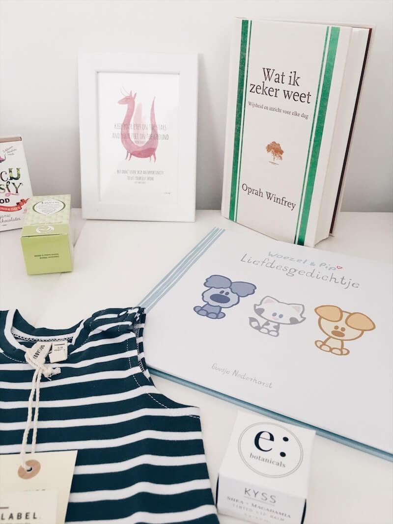 zwangerschapsdoos 8 - / Musthave / Een maandelijkse verwenbox voor zwangere vrouwen & WIN