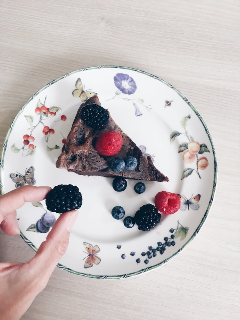 04322A5F F64F 4C61 9B31 73973108C82B - Een chocolade pudding taart met groeimelk en rood fruit, ook voor je baby!