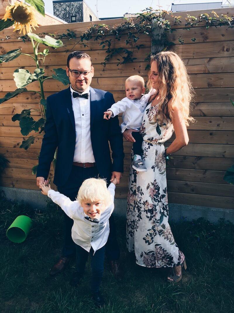 ACC936B6 EAA9 44B9 B91C 34AD1DBF2EAD - Een wondermooi feest met matching outfits voor vader en zoon
