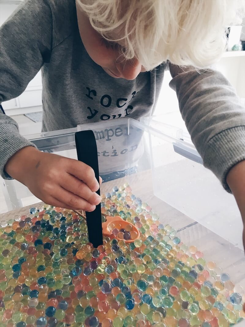 ontdekdoos sensory bin - unicorns & fairytales