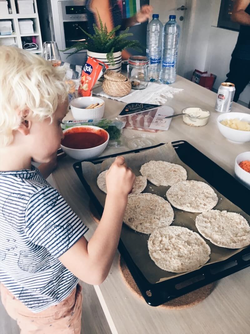5C025B2A CBD2 4C67 8B40 8F480AE498F6 2 - Lekkere (gezondere) pizza's zelf maken met je kinderen