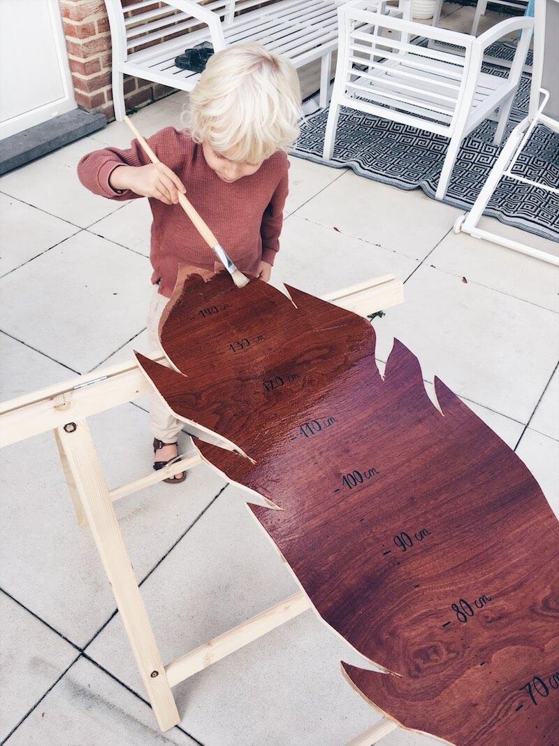 F0018E76 3BC7 4E36 B870 9BB65419245C - DIY // zelf een mooie houten groeimeter maken