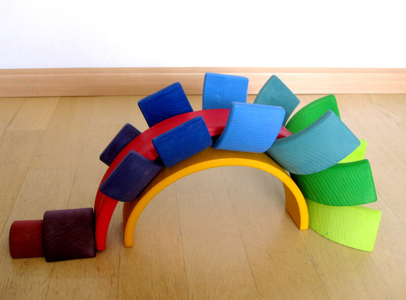 Houten regenboog 17 - Leuke spelvormen met de houten regenboog van Bajo en Grimm's + WIN!
