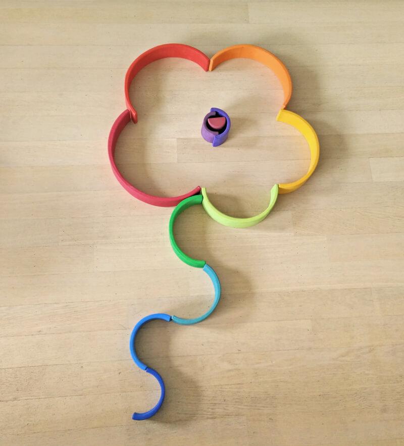 Houten regenboog 42 - Leuke spelvormen met de houten regenboog van Bajo en Grimm's + WIN!