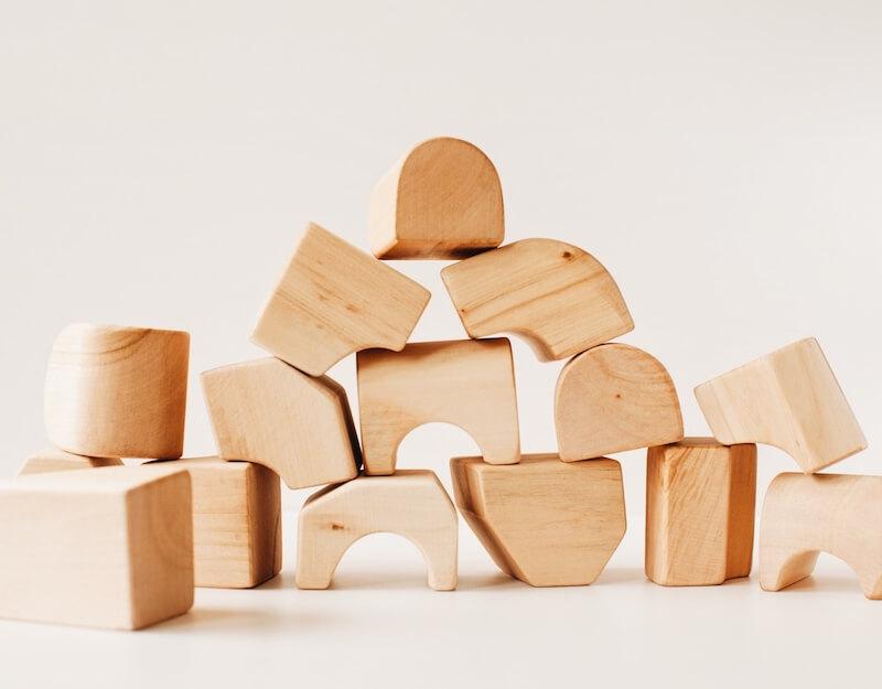 """Non cubes set natural 1 - Antroposofisch speelgoed enkel voor """"geitenwollensokken""""? No way!"""