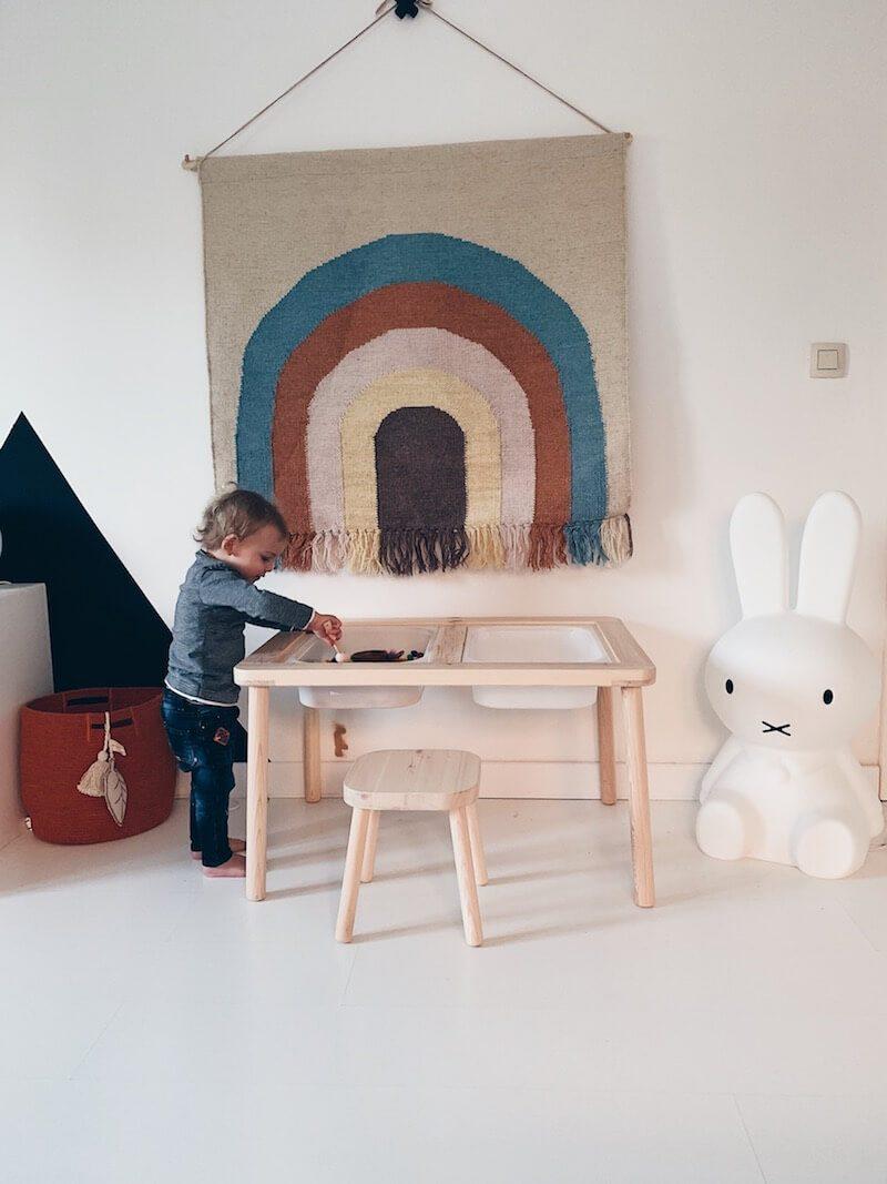 sensory table - tafel voor sensopatisch spel - unicorns & fairytales