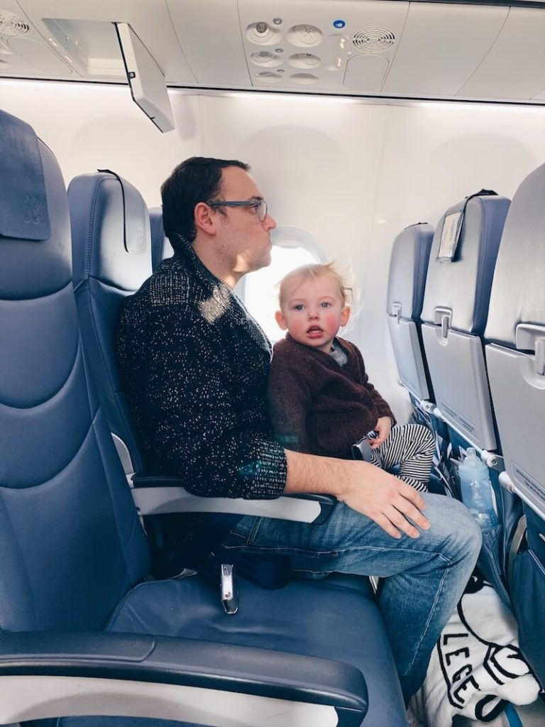 52682212 D630 407D 8808 F0A10A7DEC23 768x1024 - Vliegen met kinderen: enkele tips