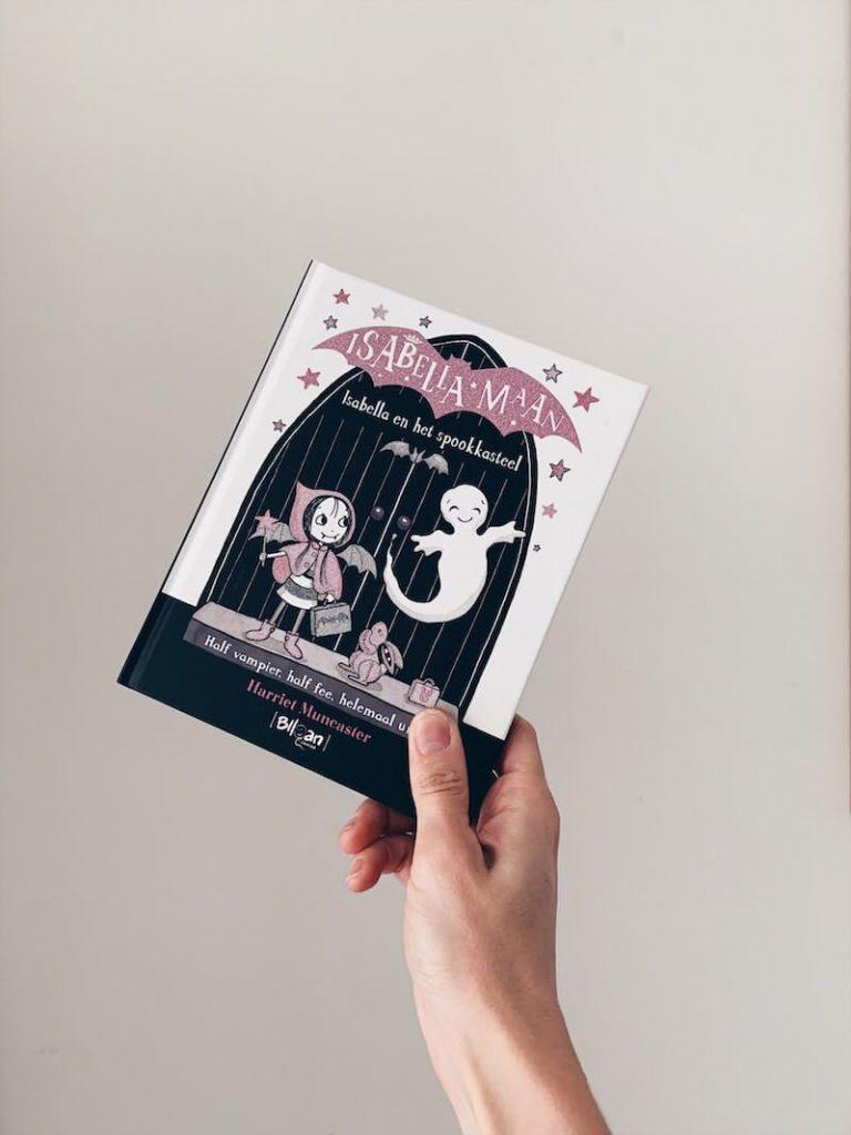 08EE3F36 E49A 409C 99E9 DD8D43C198B4 768x1024 - Leuke boeken voor grote en kleine meisjes! & WIN