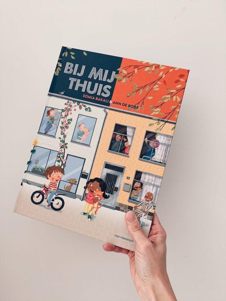 3C74563D 84D8 4705 B2D3 29AF512B60C8 768x1024 - Tips om moeilijke thema's te bespreken met kinderen, thuis en in de klas