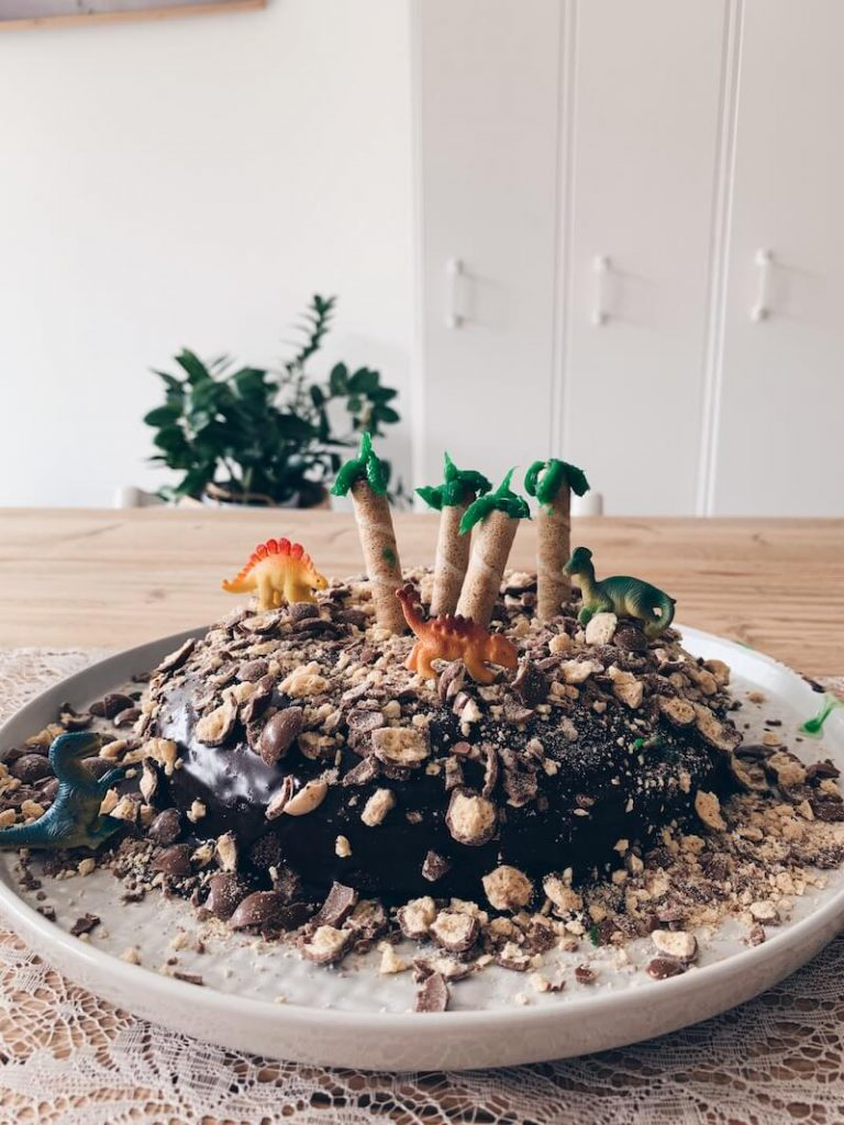 IMG 9840 768x1024 - Een supergemakkelijke dino taart maken in no time!