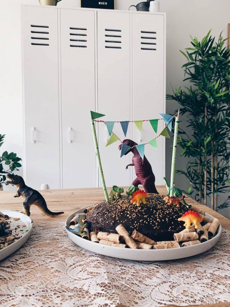 dino cake - unicorns & fairytales
