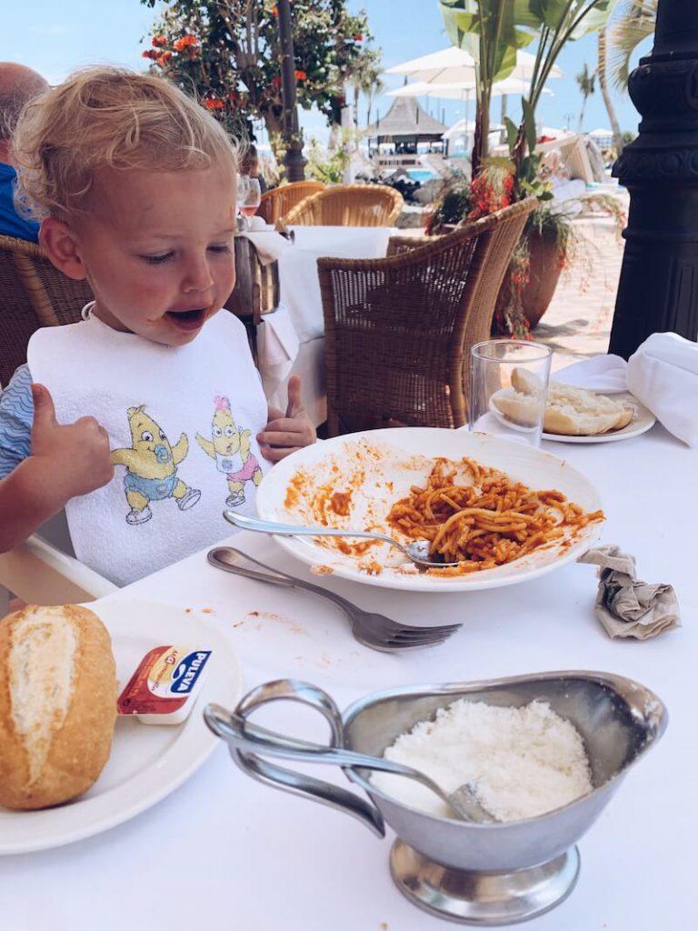 04220AAC 9D89 4433 A992 8FE5BE0D1187 768x1024 - Genieten met de kinderen in een familiehotel in Tenerife!