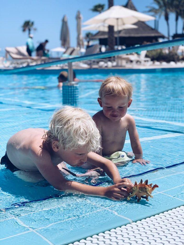 9682D563 E7C8 4B1F AE79 449351AF4DB3 768x1024 - Genieten met de kinderen in een familiehotel in Tenerife!