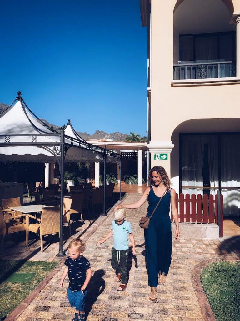 CFF2F632 B03D 494D 897F 3CF676DEC853 768x1024 - Genieten met de kinderen in een familiehotel in Tenerife!