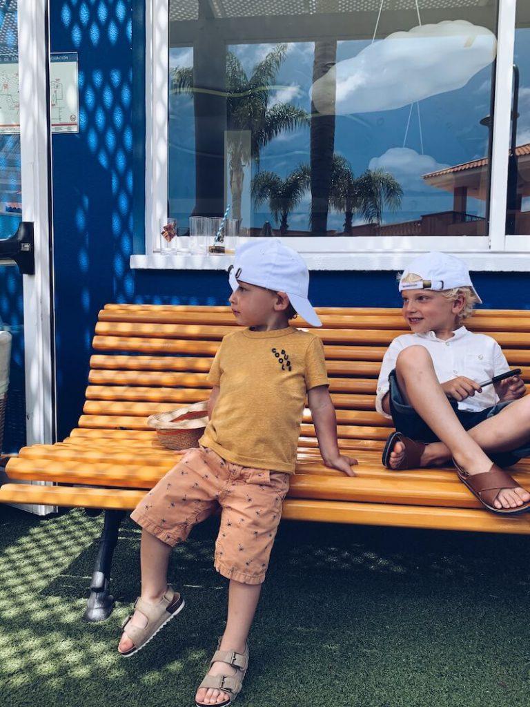 E5BDD280 76FE 45E8 BCE5 F4F8AE420EAA 768x1024 - Wist jij deze 10 belangrijke tips al over zonbescherming bij kinderen (en jezelf) ? Ideaal voor je Staycation!