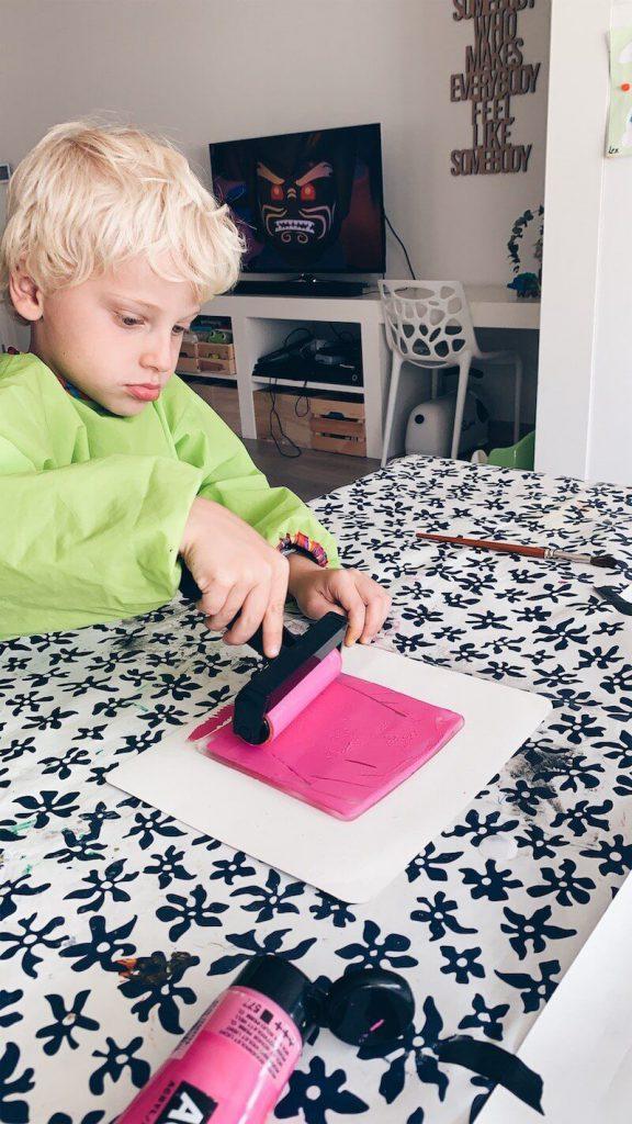 IMG 0302 576x1024 - Knutseltip // Met de monoprint techniek een leuke (verjaardags)kaart maken