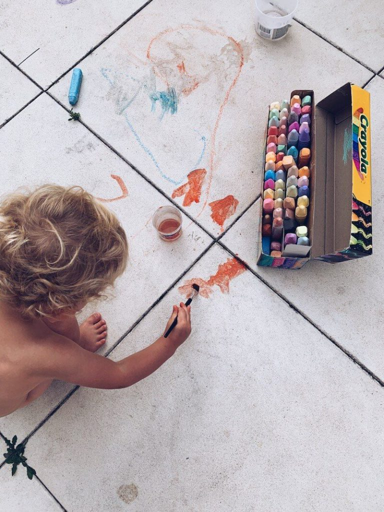 5681CC24 303A 4DD6 86B0 96FCBC06F64C 768x1024 - Tijd voor kunst! Hoe vergoot je de creativiteit bij kinderen (en jezelf) ? 10 tips.