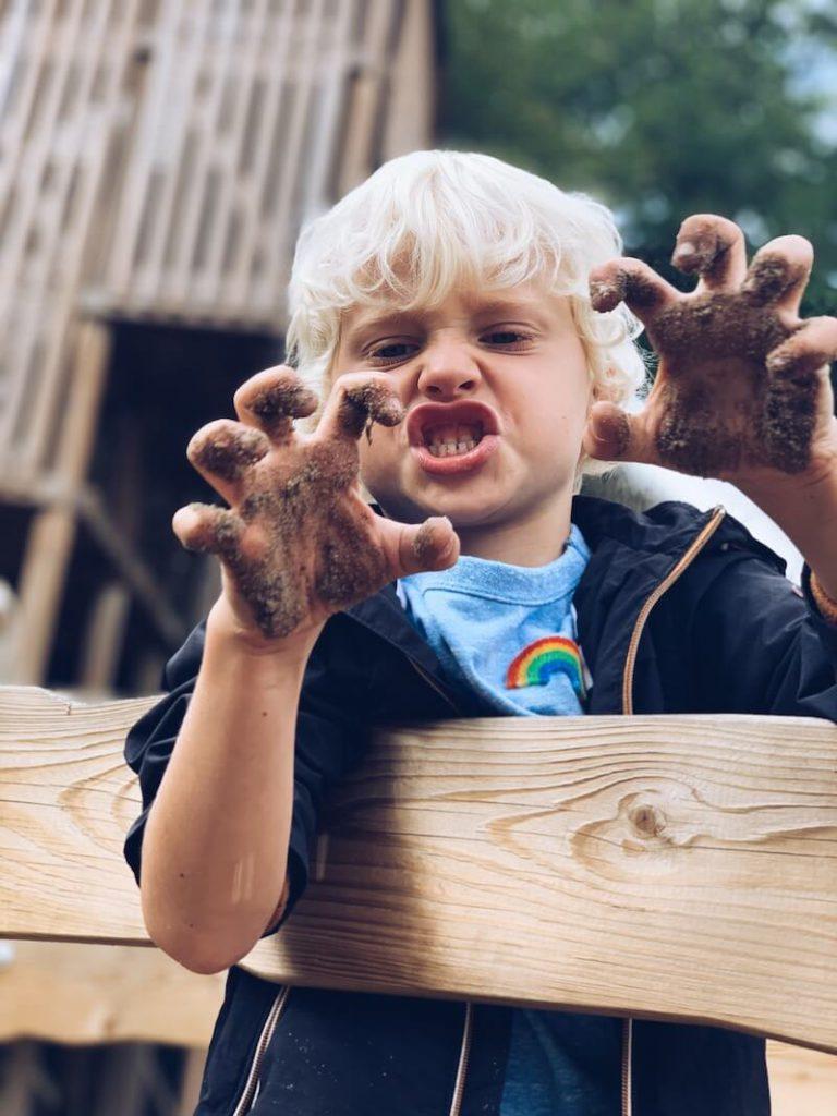 ECBF736D 0487 4BCB BF7D DBA91B80CBD4 768x1024 - Tijd voor kunst! Hoe vergoot je de creativiteit bij kinderen (en jezelf) ? 10 tips.