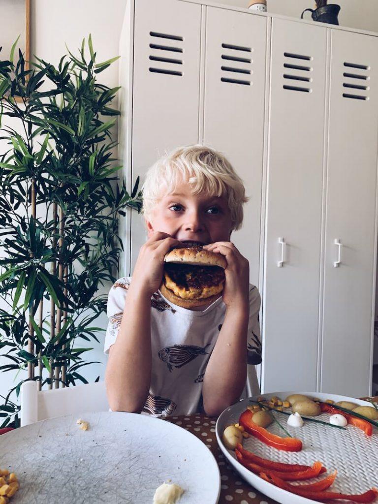 25693E28 0A92 49C4 AFD8 B8C977801758 768x1024 - De FiskeKrab : maak zelf een heerlijke visburger