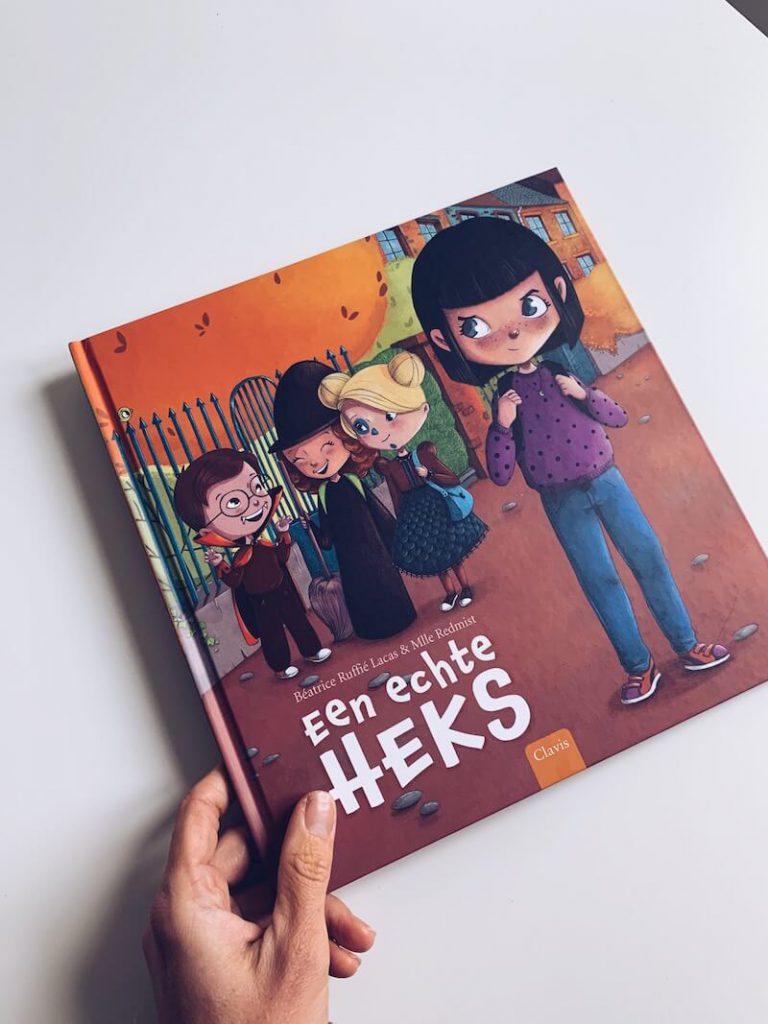 0B1E0946 FF2F 4209 92B2 37C9509D1D41 768x1024 - De leukste Halloween kinderboeken en prentenboeken