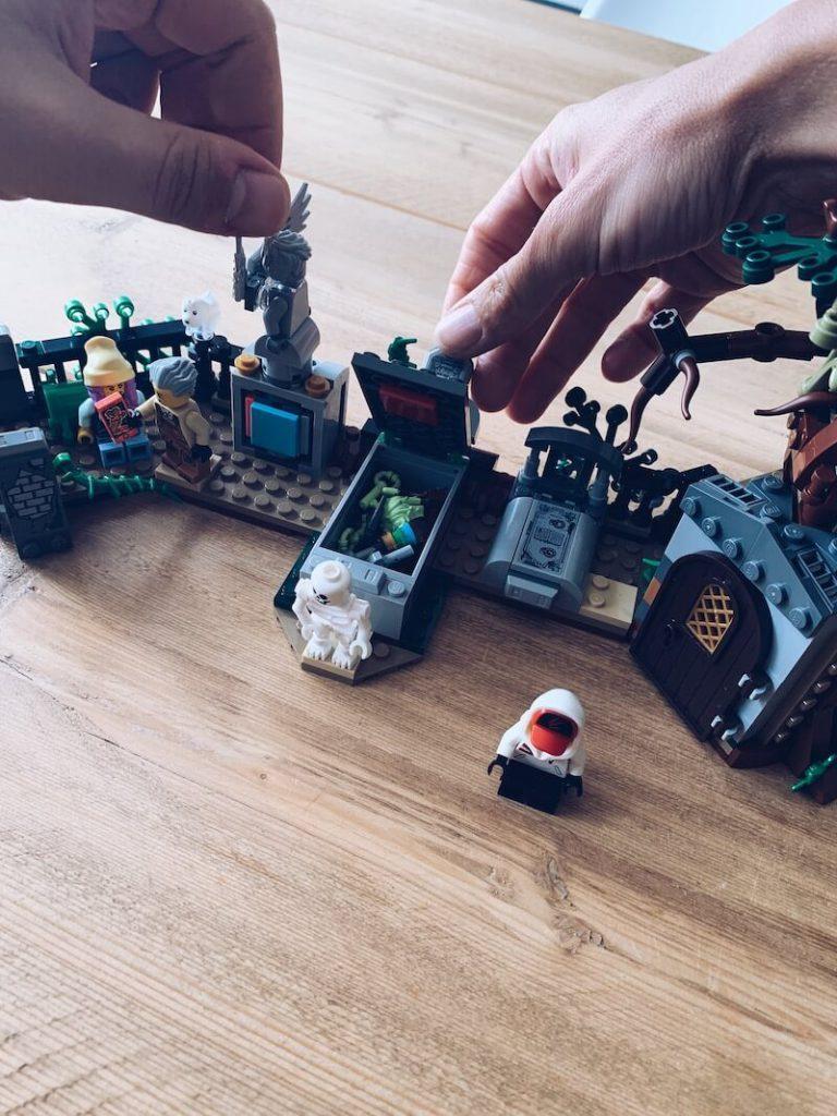 AF53724A FF3A 4B2D A745 FE9541D58444 768x1024 - Lego Hidden Side: bouwen, ontdekken en interactief spelen