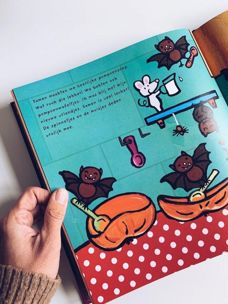 E227A204 2EC3 4263 8C85 1AFD2BE913F7 768x1024 - De leukste Halloween kinderboeken en prentenboeken