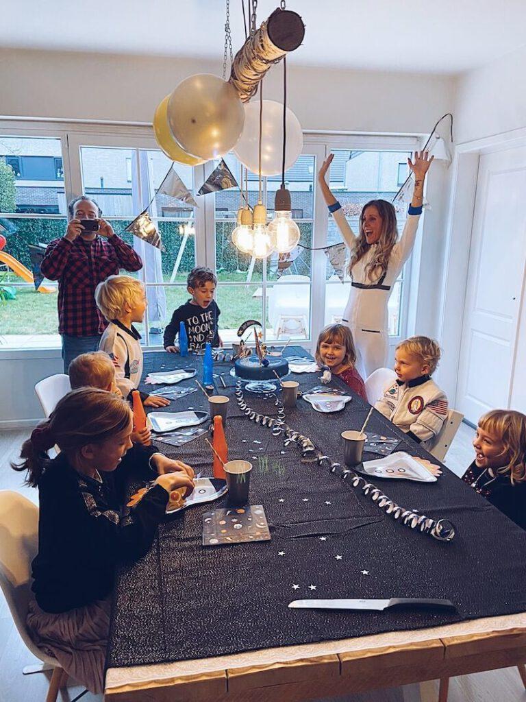 8C239701 E40D 48C7 99EF ACAA235ACE4E 768x1024 - Wij hadden een astronautenfeestje! Zo organiseer je een verjaardagsfeest met als thema ruimte!