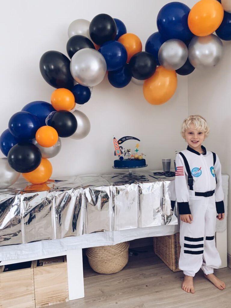 9E310359 67DD 4FA5 8381 84F089A699E4 768x1024 - Wij hadden een astronautenfeestje! Zo organiseer je een verjaardagsfeest met als thema ruimte!