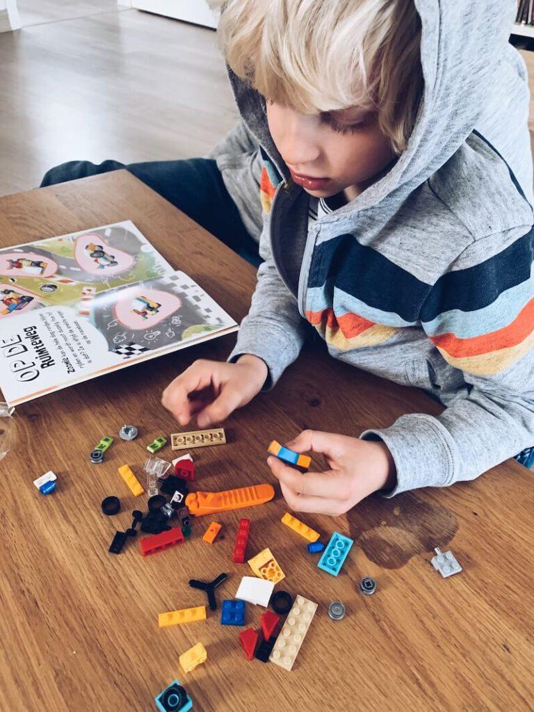 05A900DE 00BA 4AEA B5A5 CF3D4E636E3B 768x1024 - Bedenk, speel en leer met deze LEGO doeboeken & WIN