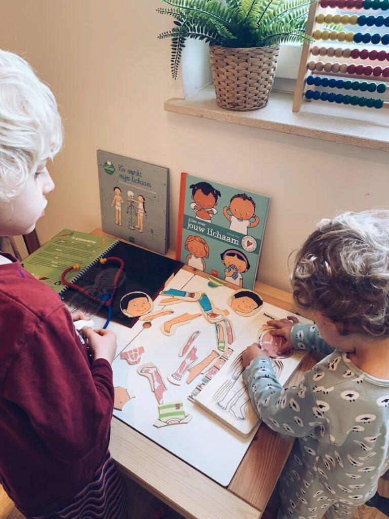 B490EBA3 2A9E 44FF 832A FD0112F50A04 768x1024 - Zomerlezen met kinderen, een nieuw initiatief om lezen tijdens de zomervakantie te stimuleren